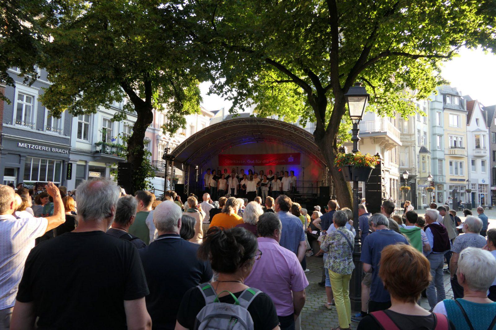 Avec Plaisir Vrouwen Koor 19-25 Münsterplatz Ute Jobes